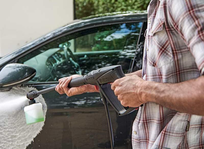 Limpiar coche con hidrolavadora a presión
