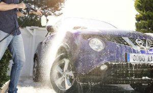 Limpiar coche con hidrolimpiadora